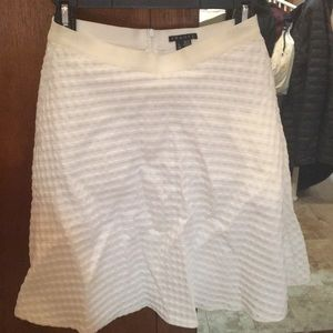 Theory white skirt with pockets